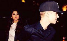 """A """"Believe Tour"""", de Justin Bieber, passou pela cidade de Minneapolis (EUA) e teve convidados importantes na plateia! Selena Gomez, diva e namorada de Biebs, era uma das presenças mais especiais da noite e a gata curtiu muito o show do cantor! Selena aparece no vídeo cantando """"Beauty and A Beat"""", último single de JB com participação de Nicki Minaj.  Selena Gomez curte show de Justin Bieber! Veja o vídeo! - Play - CAPRICHO"""