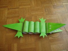 Encontré en la red este cocodrilo fácil con rollos de cartón.