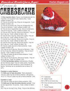 No me olvidé ni me retiré. Sigo tejiendo, e inventando comida para jugar (y en este caso, adornar). Como faltaba algo dulce, se me ocurr. Crochet Cake, Crochet Food, Form Crochet, Crochet Kitchen, Knit Crochet, Crotchet Patterns, Crochet Basket Pattern, Crochet Patterns Amigurumi, Crochet Dolls