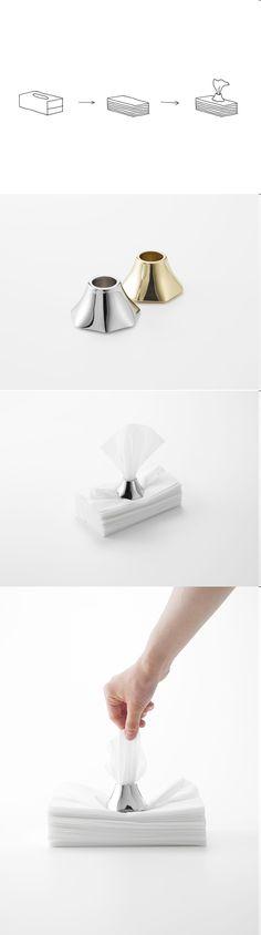 티슈케이스하면, 박스형태가 먼저 떠오르는데, 그런 사고의 틀에서 벗어나게 해주는 디자인이다. 군더더기 없으면서도 적당히 무게감있어 아래의 티슈들을 눌러주면서, 휴지를 꺼낼 수 있도록 가이드를 제시하는것이 개인적으로 매우 잘 된 디자인인것같다.