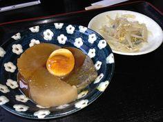 oden (various ingredients, such as egg, daikon, or konnyaku stewed in soy-flavored dashi)