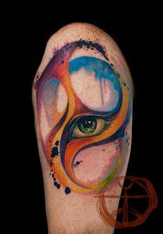 Qu'on aime ou pas les tatouages, il faut avouer que certains peuvent parfois se hisser à la hauteur d'œuvres d'art. C'est le cas avec ces tatouages colorés qui donnent l'impression d'être en réalité de simples peintures à l'eau. Laissez-vous em...