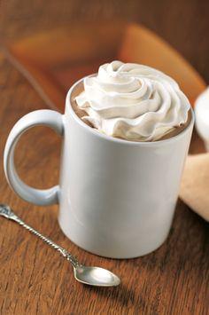 Starbucks - Bebidas CAFE MOCHA: Delicioso e intenso chocolate, con café espresso y leche al vapor, coronado con crema batida. Irresistible en los días fríos.