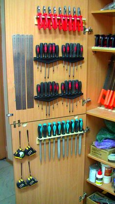 Garage Workshop Organization, Garage Tool Storage, Workshop Storage, Garage Tools, Diy Storage, Organization Hacks, Workbench Organization, Workshop Ideas, Garage Ideas