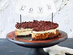 Ein echter Kuchentraum: So backt man aus Keksbröseln, Sahnequark, gezuckerter Kondensmilch und Schokolade diesen Oreo-Milchcreme-Kuchen.