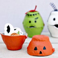 These adorable Halloween treat boxes are made from egg cartons, and are a budget-friendly craft kids will love.