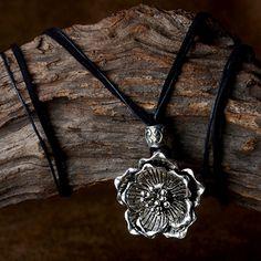 Original design Choker necklace zinc alloy flower pendant punk style short chain black leather rope Handmade jewelry