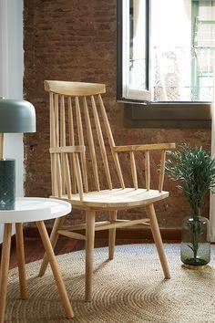 Une chaise en bois, style rustique pour donner une touche de caractère à votre chambre. #chambre #stylerustique