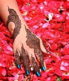 wow... masyaallah this is beautiful henna.. like it,, ^^