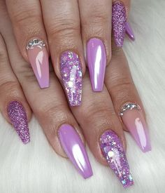 💜😍 Fade, white chrome, glitter, sugar nail and swarovski! Purple Acrylic Nails, Purple Nail Art, Purple Nail Designs, Best Acrylic Nails, Purple Chrome Nails, Purple Glitter Nails, Chrome Nails Designs, Sparkle Nails, Fancy Nails
