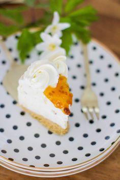 Juhlapöydän helppo lakkakakku - Pullahiiren leivontanurkka Cheesecake Recipes, Cheesecakes, Panna Cotta, Pudding, Baking, Ethnic Recipes, Desserts, Food, Mascarpone