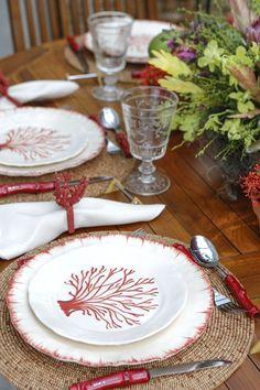 Viva o verão e suas inspirações como esta linda louça com corais vermelhos by Zanatta Casa para a loja Vestindo a Mesa!