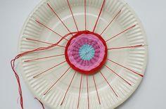 Au programme du jour : le bac de philo bien sur, mais aussi un atelier qui plaira autant aux mamans qu'aux enfants : le tissage d'une fleur ...