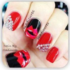 Imagen vía We Heart It https://weheartit.com/entry/158512138/via/9636089 #black #design #diamond #fashion #lips #nails #red #naildesigns