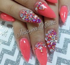 Pink bling nails. Perfect for summer! #blingnails #swavorski