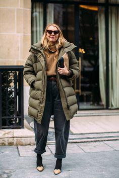 The best street style looks of Paris Fashion Week in fall 2018 - Winter Street Style Street Style Trends, Street Style 2018, Looks Street Style, Street Look, Autumn Street Style, Street Styles, Street Wear, Fashion Week Paris, Fashion Weeks