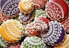 I can't get enough of these sweet lace/henna cookies