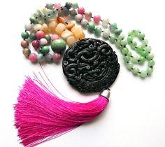Collar Largo de piedras naturales, jade,  cuarzo, seda, de inspiración budista