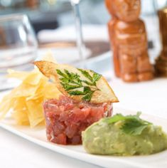 Hawaiian Food in London: Tuna poke and taro chips at Trader Vic's