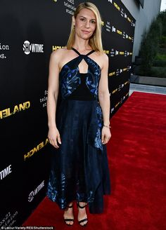 Claire Danes displays arms in floral dress for Homeland screening Claire Danes, Angela Chase, Carrie Mathison, Strapless Dress Formal, Formal Dresses, Hollywood Walk Of Fame, Celebs, Celebrities, Denim Fashion