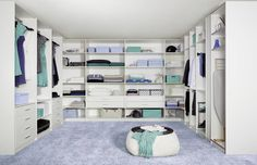 Classic style dressing room by CARE MOBILIARIO MADRID,S.L.