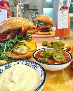 Unser spicy Feuervogel Burger mit Erdnüssen und Jalapeños! 🔥 🔥 Spicy, Chicken, Ethnic Recipes, Food, Essen, Meals, Yemek, Eten, Cubs