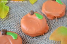 "Kitchen Concoctions: ""Ghoulish Grub"" - Pumpkin Oreo Cookies"