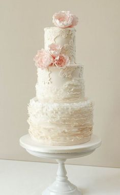 wedding flowers on cake 12