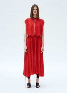 ハイブランドのワンピースは、女性なら誰でも憧れますよね♪ 年齢が上がるにつれ、1着は質の高い洋服があると色々なシーンで活躍してくれます。 今回はハイブランドのおすすめワンピースをいくつかご紹介します!