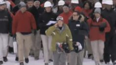 Verizon Flash Mob freaks out snowboarder. Hilarious video! Very clever non-dancing flash mob.