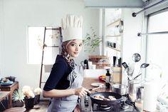 インスタグラムやブログに自らが作った料理を公開し、ファンのみならず多くの人たちの間で話題になっているローラ。そんな数々の料理レシピが掲載されたレシピ本が11月30日(月)に発売されることになった...
