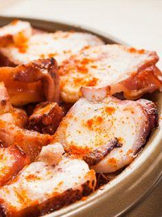 CALAMARS MARINÉS À LA PLANCHA. Découvrez cette recette proposée par un de nos verycookers amateurs de calamars ! Une recette plancha originale qui surprendra vos invités. http://www.verycook.com/blog/plat-plancha/calamars-marines