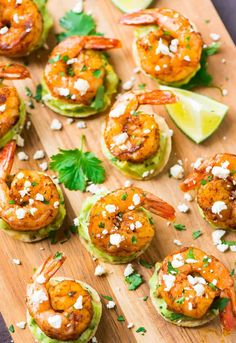 Spicy Shrimp Guacamole Bites are the perfect appetizer recipe for any party! Store-bought tortilla chips topped with guacamole and juicy roasted shrimp. Seafood Recipes, Mexican Food Recipes, Cooking Recipes, Keto Recipes, Shrimp Appetizers, Appetizers For Party, Popular Appetizers, Fingerfood Party, Spicy Shrimp