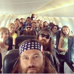 The Robertson is on trip! Love the Duck Dynasty cast. Duck Dynasty Cast, Duck Dynasty Family, Robertson Family, Sadie Robertson, Jep And Jessica, Cma Fest, Duck Calls, Duck Commander, Quack Quack
