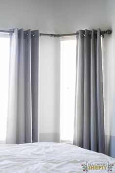 DIY Bay Window Curtain Rod for Less budget Source by lifestreasures Diy Bay Window Curtains, Wooden Window Blinds, Cool Curtains, Curtains Living, Corner Curtain Rod, Corner Curtains, Window Curtain Rods, Corner Window Treatments, Window Coverings