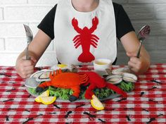 I love felt foods.  This seafood dinner is too cute!!  My girls would love it!