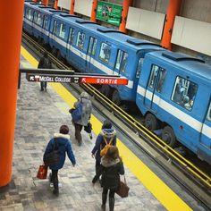 Inspirante au quotidien - crédit photo : Christian Grandmaison Metro Montreal, Exposition Photo, Place, Trains, Marie, Photos, City, Photography, Pictures