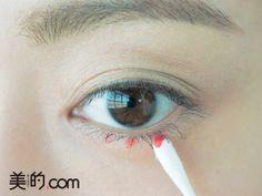 あなたの普段メイクから一気に旬顔になるには「赤シャドウ」を使うことが秘訣!この一手間で色素薄い系のオシャレな顔になれちゃうんです♡