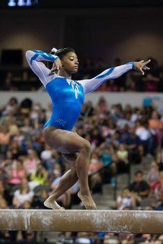 Simone Biles 2015 Love this beam pose! Gymnastics History, All About Gymnastics, Gymnastics Leos, Gymnastics Posters, Gymnastics Pictures, Artistic Gymnastics, Olympic Gymnastics, Famous Gymnasts, Female Superheroes And Villains