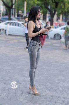 微博 Beautiful Girl Image, Beautiful Asian Women, Asian Fashion, Girl Fashion, Girls Are Awesome, Pinup Girl Clothing, Look Girl, Ppr, Fashion Poses