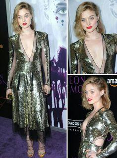Bella Heathcote também arrasou num belíssimo Alexander McQueen dourado com transparência!⭐ A produção sempre muito linda! Amei! #gold #fashion #alexandermcqueen