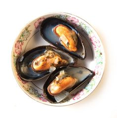 These garlicky mussels pair perfectly with crusty bread.