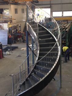 Round stairs metal spiral staircases 26 New ideas Modern Stair Railing, Metal Stairs, Concrete Stairs, Stair Handrail, Curved Staircase, Modern Stairs, Spiral Staircases, Entryway Stairs, Rustic Stairs