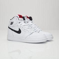 the best attitude f82d2 a34d2 Air Jordan 1 Retro High OG (GS) Latest Jordans, Streetwear Online, Sneaker