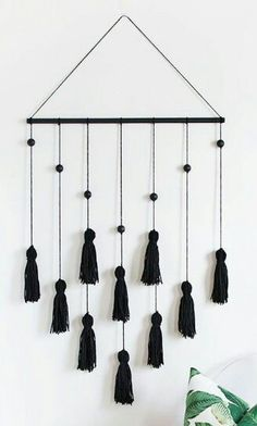DIY Modern Tassel Wall Hanging diy decor tutorials DIY Modern Tassel Wall Hanging - Homey Oh My Yarn Wall Art, Yarn Wall Hanging, Diy Wall Art, Diy Wall Decor, Diy Hanging, Wall Hangings, Diy Tassel, Tassels, Mur Diy