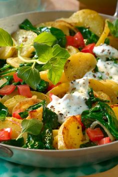 Lecker-leichte Spinat-Kartoffel-Pfanne Tasty and light spinach potato pan Related posts: Leftover Mashed Potato Puffs Creamy Potato Bacon Soup Crockpot Potato Soup- an easy and delicious slow cooker dinner! Veggie Recipes, Salad Recipes, Vegetarian Recipes, Chicken Recipes, Healthy Recipes, Shrimp Recipes, Spinach Stuffed Mushrooms, Best Dinner Recipes, Healthy Snacks