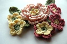 more pretty crochet flowers from #molliemakes....