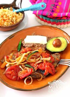 Many Tex-Mex restaurants offer a dish similar to this Steak Ranchero. Some slice the meat into strips or cut it into cubes, and some serve it like in this recipe. Milanesa Recipe, Mexican Steak Recipe, Mexican Food Recipes, Ethnic Recipes, Mexican Dinners, Mexican Desserts, Spanish Recipes, Mexican Recipes, Snacks