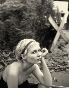 Kirsten Dunst photographed by Kevin Lynchc {Image source page: crushculdesac.tumblr.com/} (Source: holymoleyy, via iwishiwasswedish)