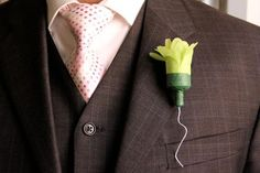 DIY boutonnieres : DIY wedding flowers  DIY Flower Party Popper Boutonnieres